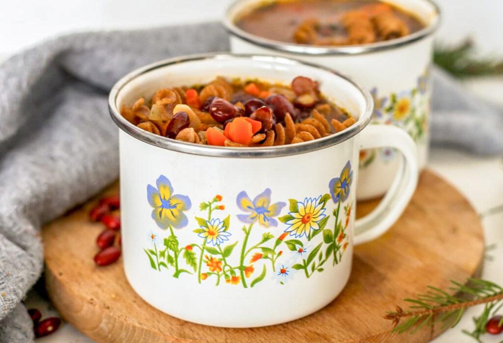 Raudonųjų pupelių sriuba su makaronais
